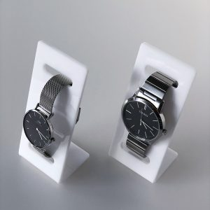 Plexi stojanček na dámske hodinky