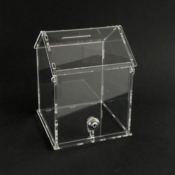 Plastová pokladnička v tvare domčeka