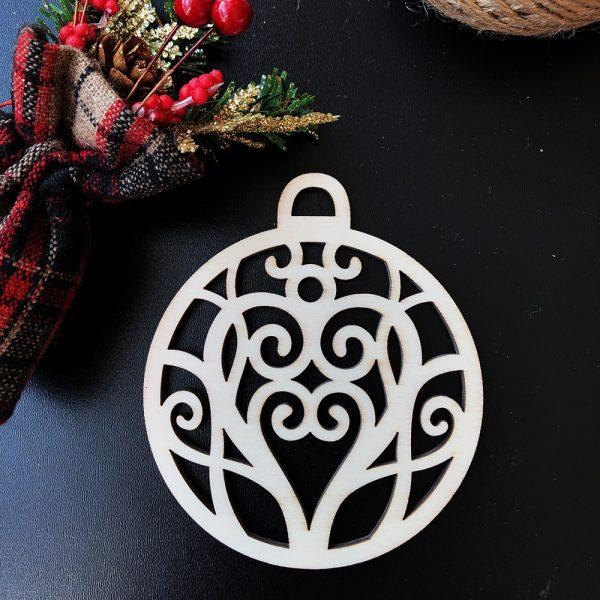 Drevená vianočná banka na stromček so srdiečkom